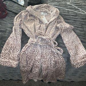 Marilyn Monroe brand leopard/cheetah print robe